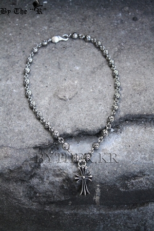 Metal cross necklaces
